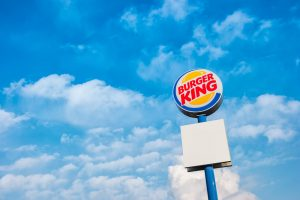 Campanhas de marketing - A ousadia do Rei: Burger King distribuindo Big Mac?